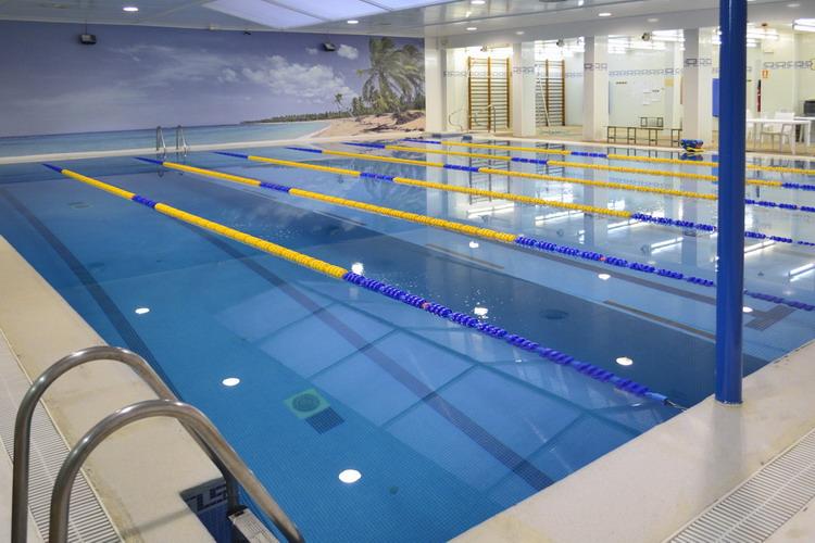 Escuela de nataci n y piscina en el centro de madrid for Piscina climatizada madrid