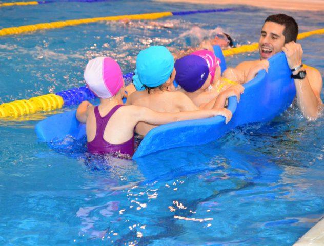 niños aprendizaje natación