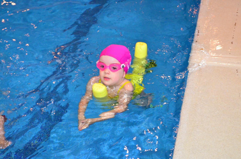 Clases de nataci n para ni os aprendizaje bah a madrid for Clases de piscina para ninos