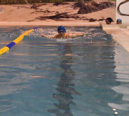 niños mariposa escuela arpender piscina